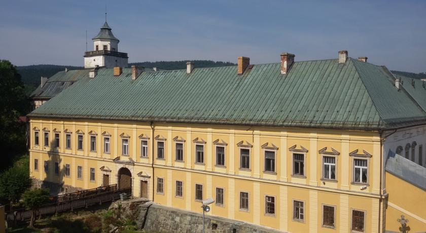 Zamek w Międzylesiu.jpeg