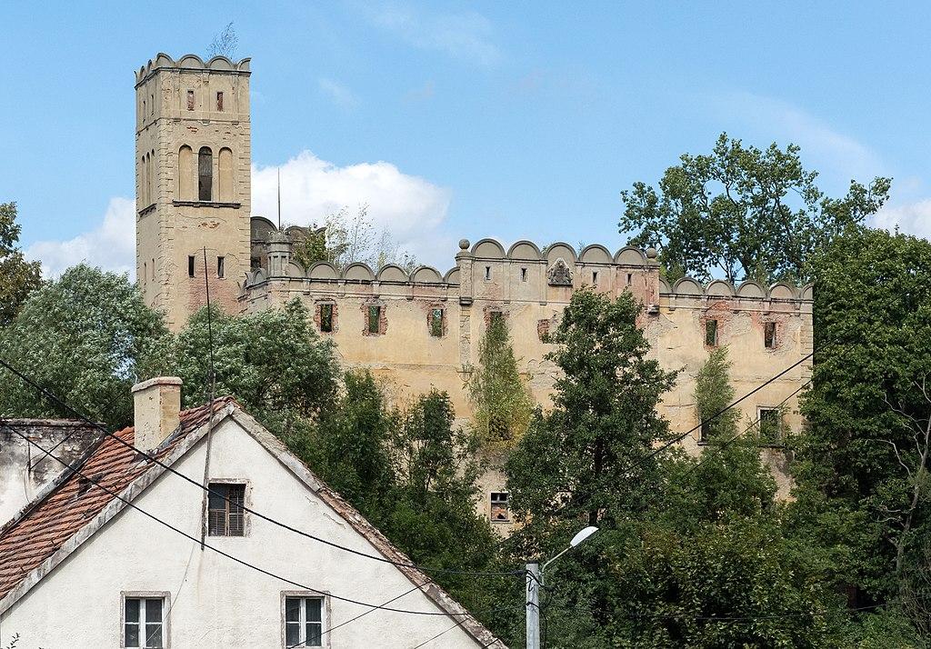 Zamek w Ratnie Dolnym.jpeg