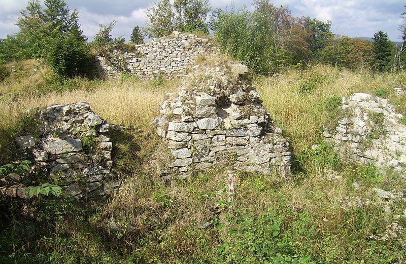 Ruiny zamku Karpień.jpeg