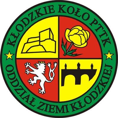 Logo Kłodzkiego PTTK, cztery pola ułożone w szachownicę czerwono-żółtą, na polach zarys twierdzy, róża kłodzka, lew kłodzki, wiadukt kolejowy, obwódka zielona z nazwą koła