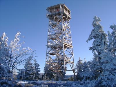 Wieża widokowa na trójmorskim Wierchu.jpeg